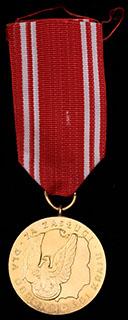 Польша. Медаль за заслуги. Металл желтого цвета. С оригинальной лентой