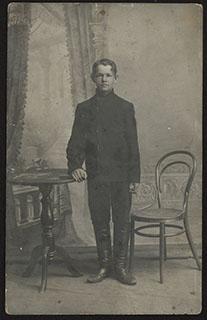 Фотография юноши. Почтовая карточка
