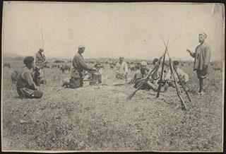 Групповая фотография военных на привале