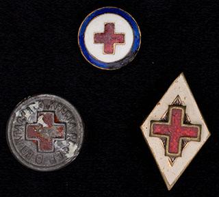 Лот из знаков Красного Креста и Санитарной дружины. 3 шт.