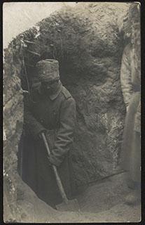 Вход в минную галерею под окопы противника. Почтовая карточка