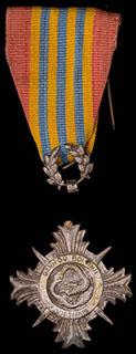 Вьетнам. Почетная медаль вооруженных сил. Металл белого цвета. Отломано ушко. С оригинальной лентой