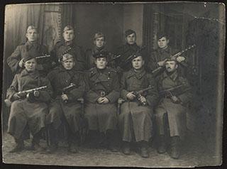 Групповая фотография красноармейцев после окончания боевых действий на Востоке