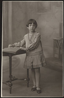 Фотография девочки. Почтовая карточка