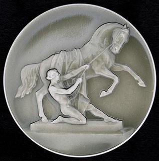 «Скульптурная группа на Аничковом мосту». Алюминий, лак. Диаметр 53,7 мм.