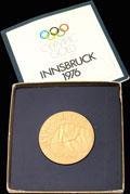 Реплика наградной золотой медали за 1-е место в слаломе VIII Олимпийских игр в Инсбруке