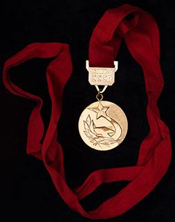 «Чемпион СССР». Томпак, позолота. Диаметр 39,9 мм. На оригинальной ленте
