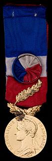 Франция. Медаль за отличную работу. Металл желтого цвета. С оригинальной лентой и ветвью