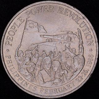 Филиппины. 10 песо 1988 г. «Жёлтая революция». Никель