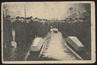 Петроград 23 марта 1917 г. Похороны жертв революции. Остановка процессии. Почтовая карточка