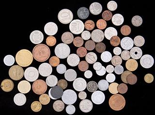Лот из иностранных монет 1878-1990 гг. 76 шт. Частично покрыты лаком