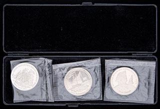 Лот из сувенирных жетонов 1996 г. «300 лет российскому военно-морскому флоту». 3 шт. Медно-никелевый сплав. В оригинальной упаковке