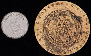Германия. Лот из медалей «Хельмут Шон. Мехико-70» и «За отличное качество». Сталь, металл желтого цвета. Диаметры 29,6 и 59,2 мм.